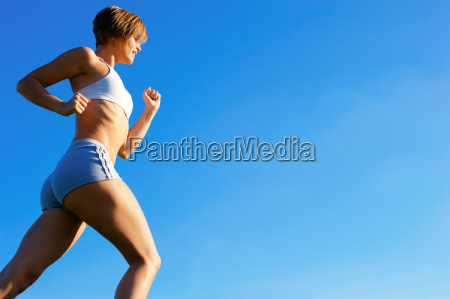 fit junge frau working out