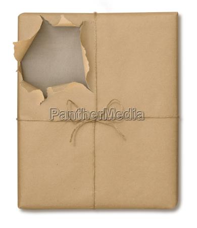 brown papier verpackung geoeffnet