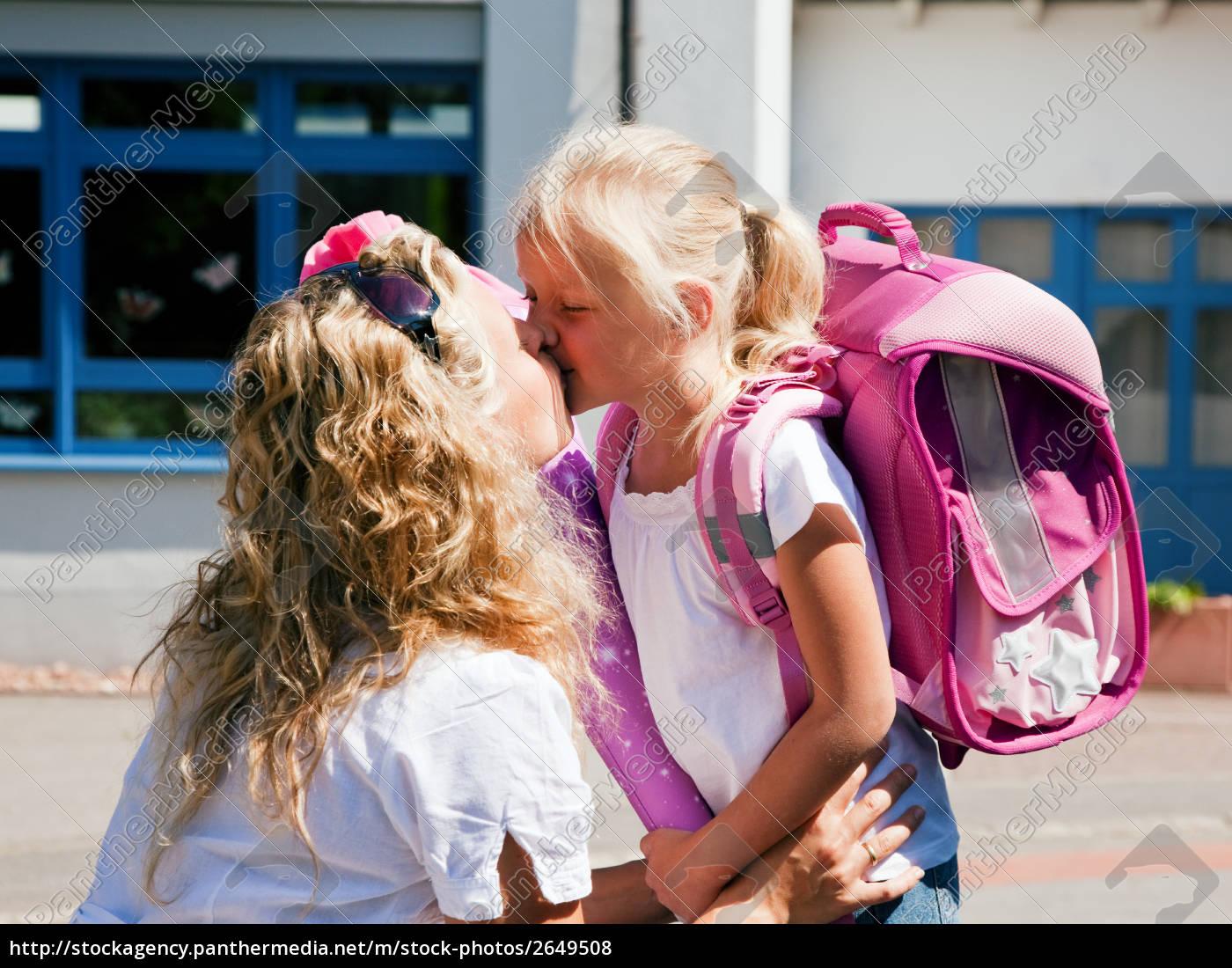 Erster Schultag – Mutter und Kind - Lizenzfreies Foto - #2649508 ...