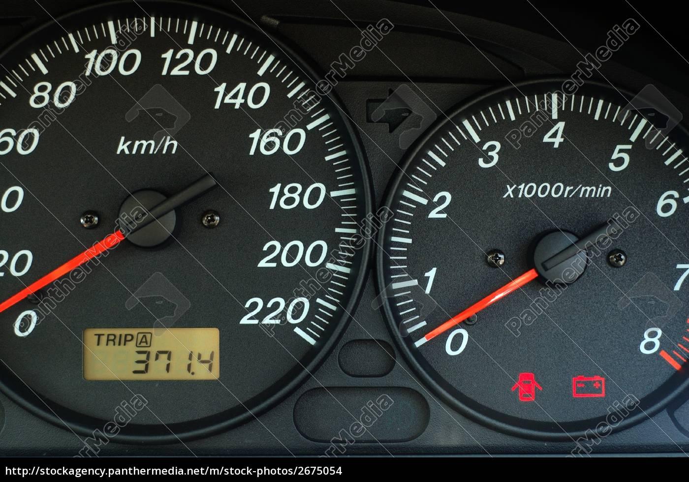 Armaturenbrett auto  auto-armaturenbrett mit geschwindigkeit und drehzahl - Stock Photo ...