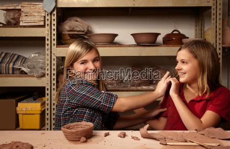 kunst spiel spielen spielend spielt weiblich