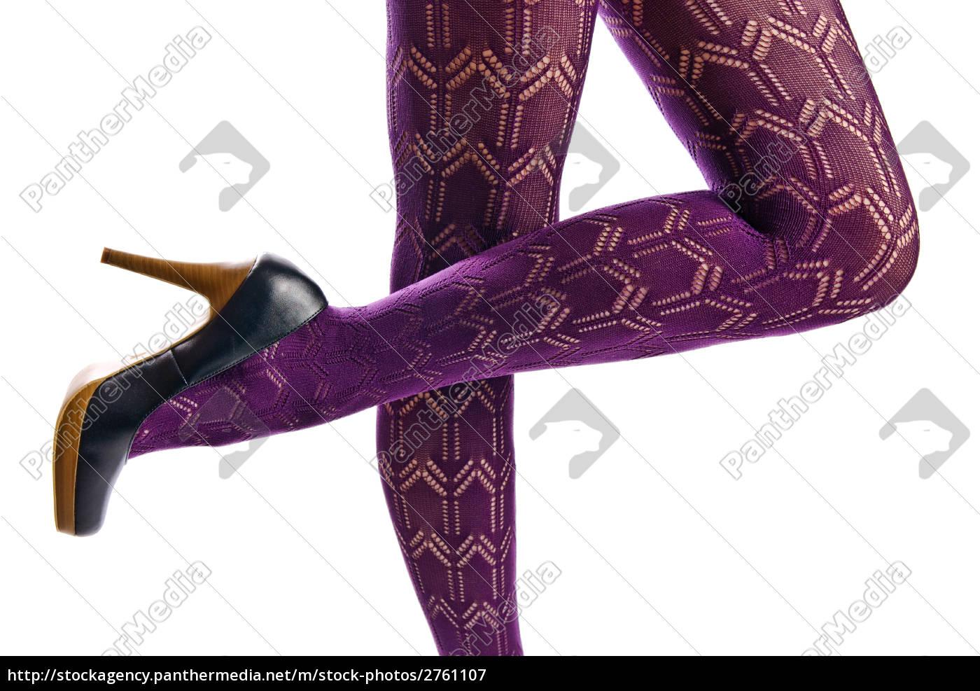 Weibliche Beine in Strumpfhose und high heels — Stockfoto