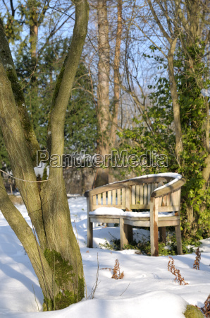 gartenbank im winter