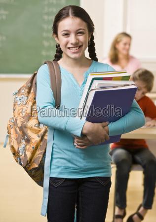 student mit rucksack und buechern