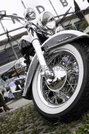 parte anteriore di una motocicletta classica