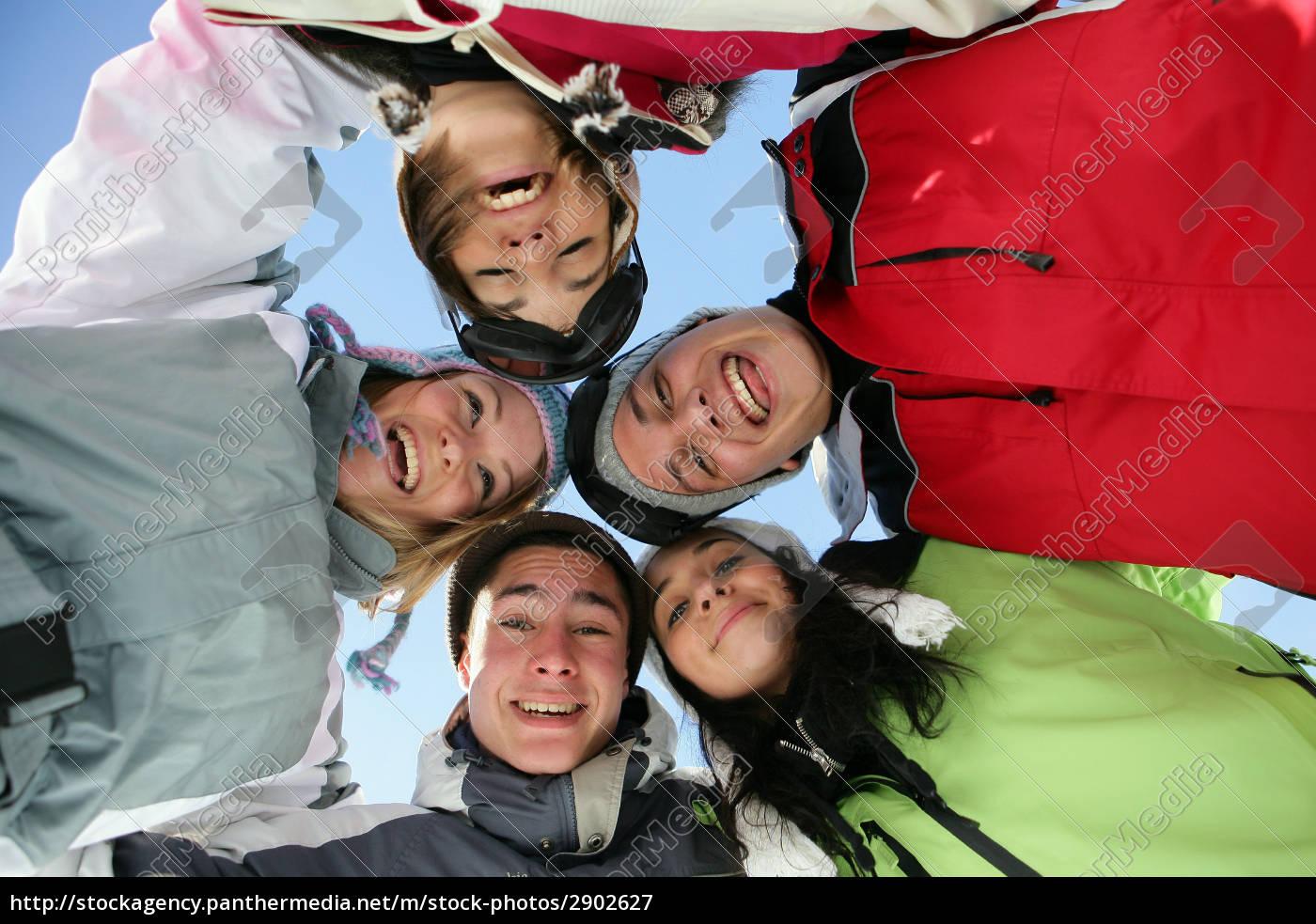 gruppe, junger, menschen, im, schnee - 2902627