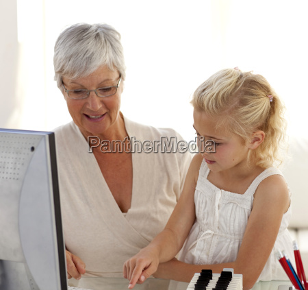 kleines maedchen ihre grossmutter wie erklaeren