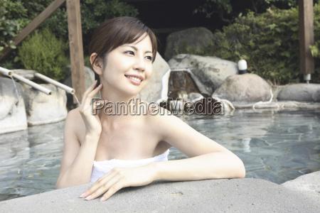 japanische, frau, einweichen, der, open-air-bad - 3014911