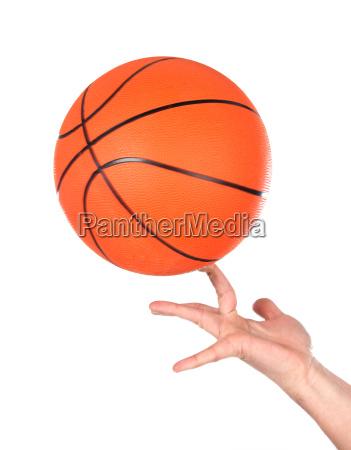 haende die balancing mit einem basketball