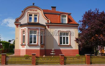villa in pink