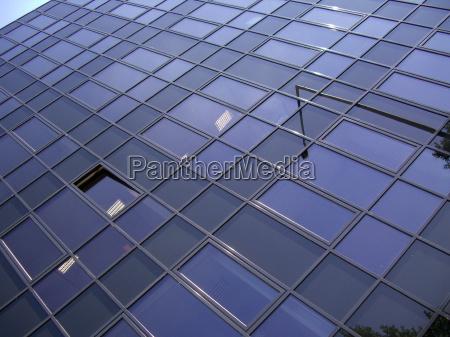 buerohaus fassade aus glas