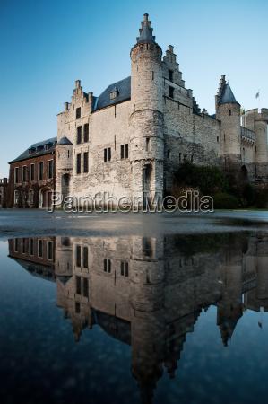 het steen castle und reflexion