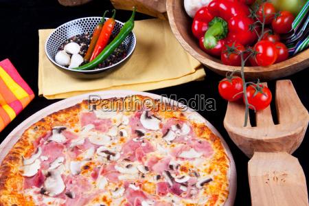 pfeffer pizza pilz pepperoni schwammerl paradeiser