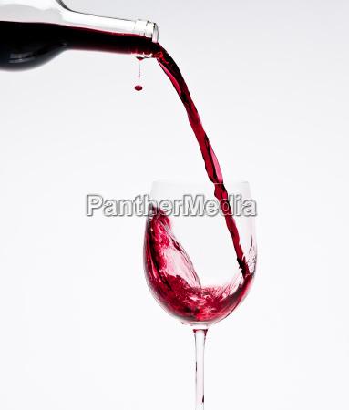 glas becher trinkgefaess kelch makro grossaufnahme