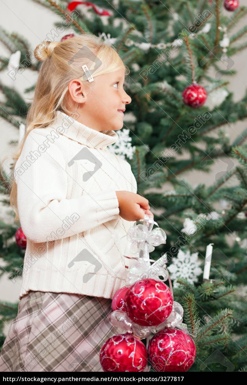 Wer Schmückt Den Weihnachtsbaum.Lizenzfreies Bild 3277817 Kind Schmückt Den Weihnachtsbaum