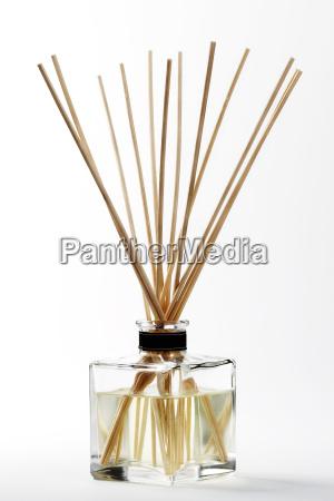 ein duft diffuser mit staeben
