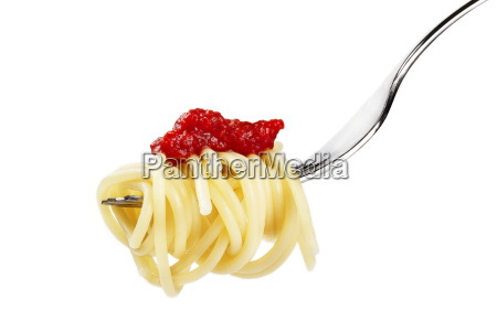 spaghetti auf gabel mit roter sauce