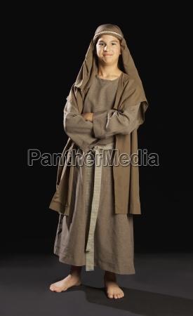 junge der eine junge jesus portraetiert