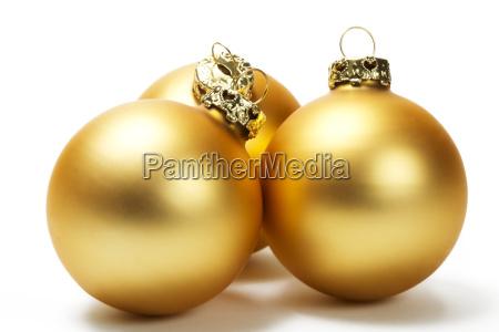drei matte goldene christbaumkugeln
