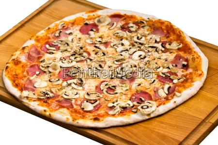 pizza mit champignons schinken oliven
