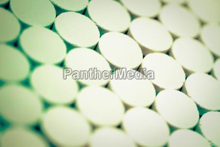 close up von pillen in einer