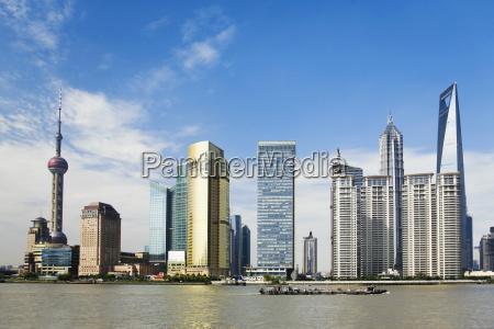 wolkenkratzer an der waterfront oriental pearl