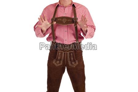 mann mit oktoberfest lederhose