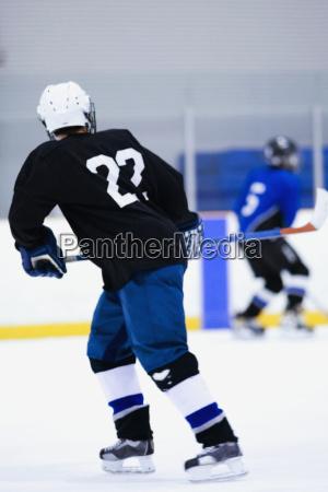 sport spiel spielen spielend spielt farbe
