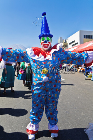 clown tanzen auf der strasse arequipa
