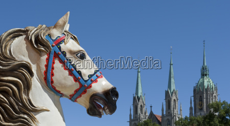 dekorationspferde von der muenchner wiesn
