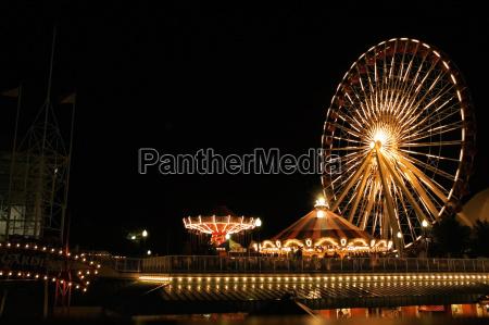 riesenrad leuchtet nachts navy pier park