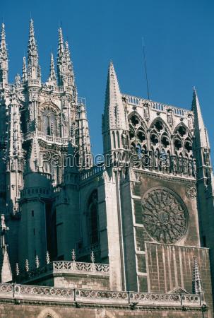 untersicht einer kirche burgos kathedrale burgos