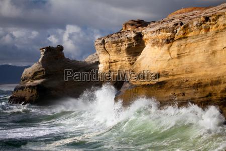 oregon coast landschaft mit rauer see