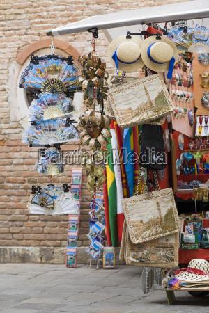kunsthandwerk in einem marktstand venedig italien