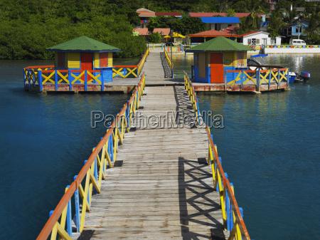 pier im meer wellensittich bruecke providencia