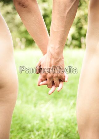 junges paar hand in hand