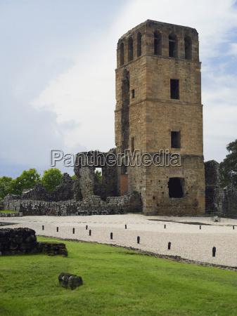 old ruins of a church la