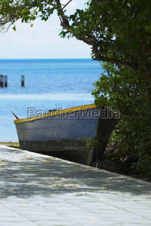 boat at the seaside providencia y