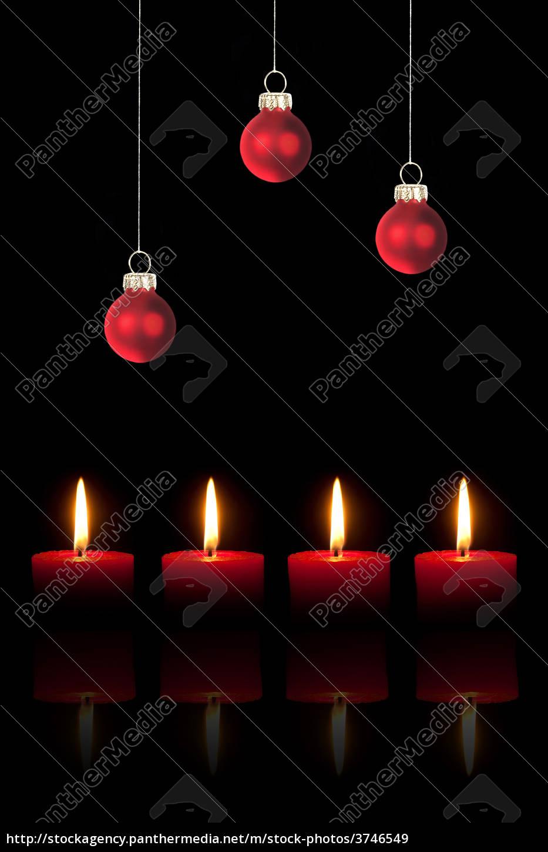 Dunkelrote Christbaumkugeln.Lizenzfreies Bild 3746549 Drei Rote Christbaumkugeln Und Vier Rote Kerzen