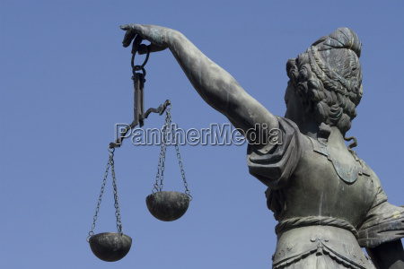 justizia brunnens am frankfurter roemer