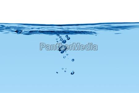 blaue wasserlinie mit luftblasen