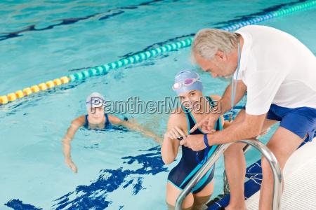 pool trainer schwimmer ausbildung wettbewerb