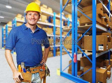 labor in warehouse