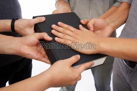 maenner mann religion schwur bibel christlich