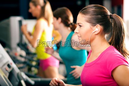 leute, laufen, auf, laufband, im, fitnessstud - 3854158
