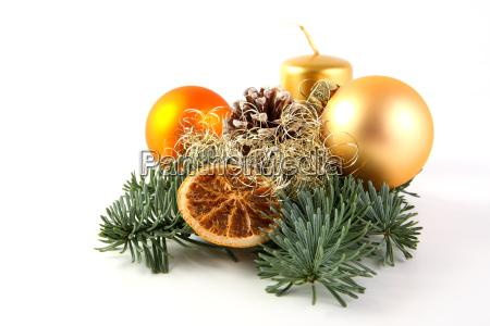 zweig mit weihnachtsdekoration