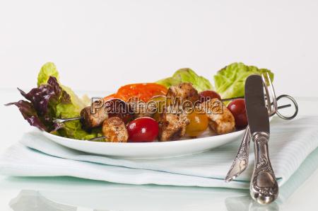 schaschlikspiesse mit zwiebeln und tomaten