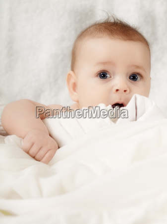 baby saeugling neugeborenes neugeborener neugeborene kind