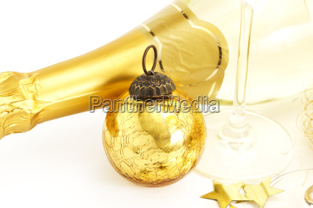 sekt glas goldene christbaumkugel