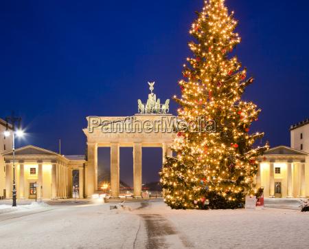 brandenburg gate in the snow